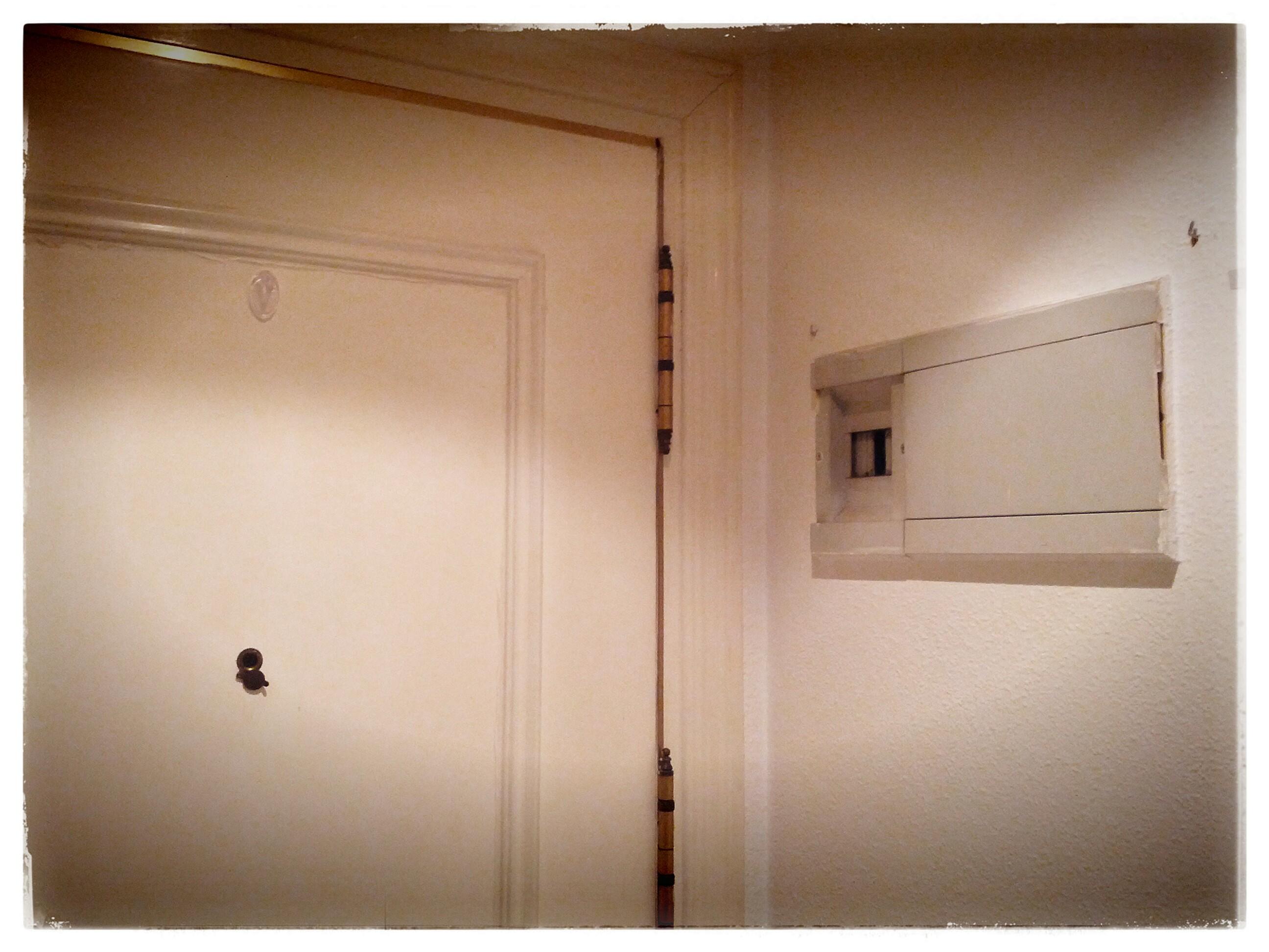 Como tapar el cuadro de luces del recibidor interesting - Cuadros para recibidor ...